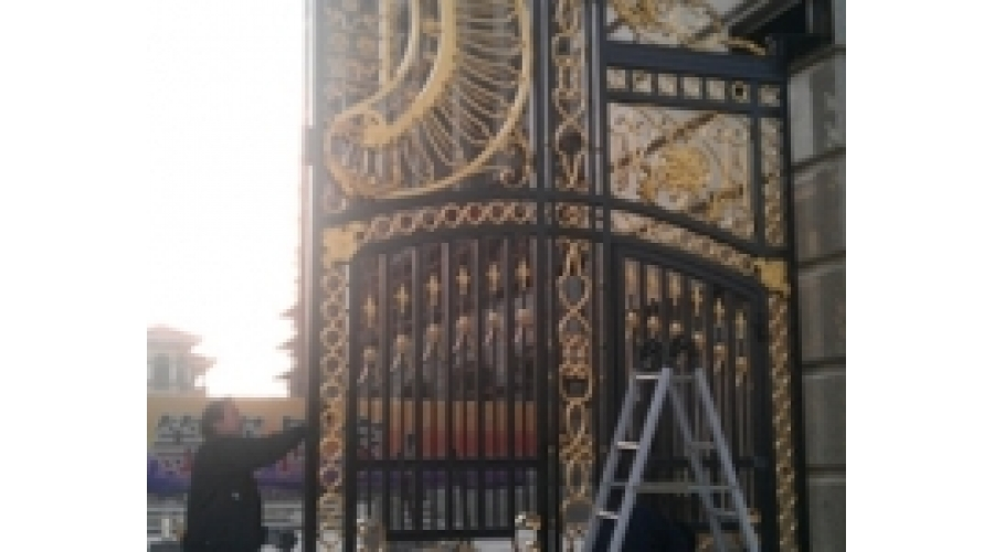 Surper wrought iron gate of Aweiyi manor